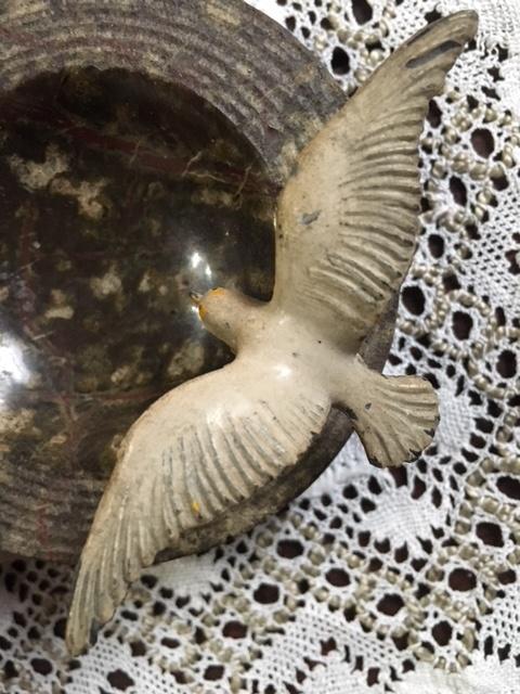 英国アンティーク鳥モチーフの石のお皿上から