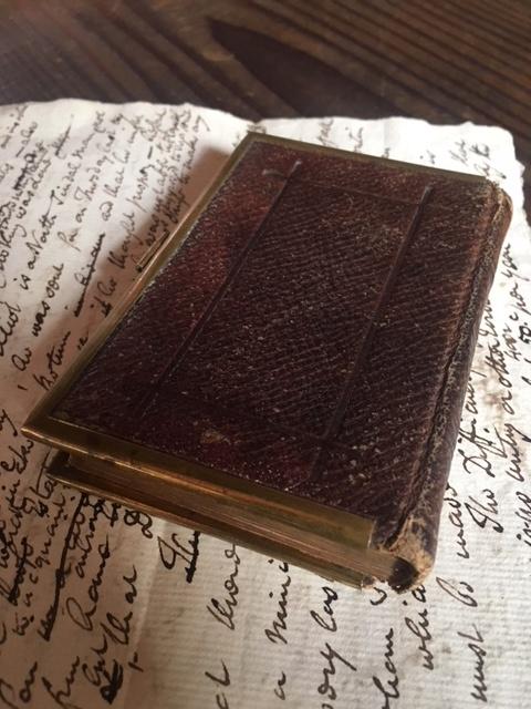 英国アンティークの祈祷書の裏表紙