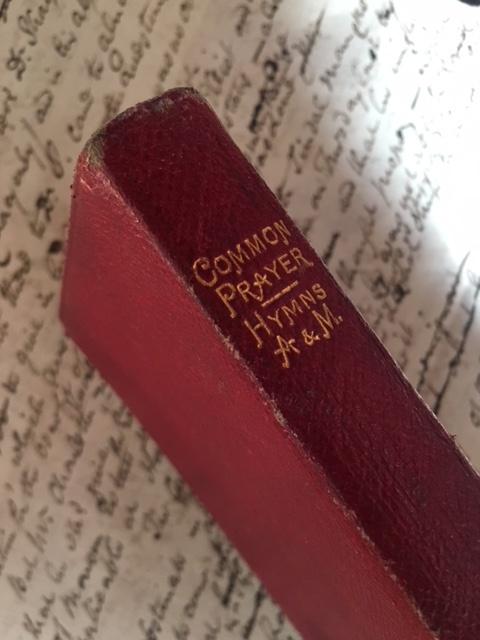 英国ヴィンテージの祈祷書背表紙
