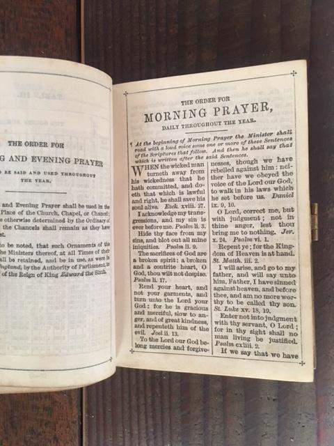 英国アンティークの祈祷書の内部