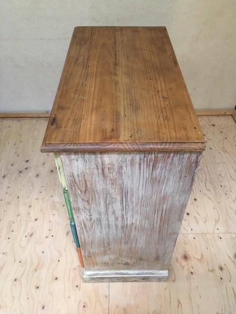 英国カラフルな木製チェスト側面