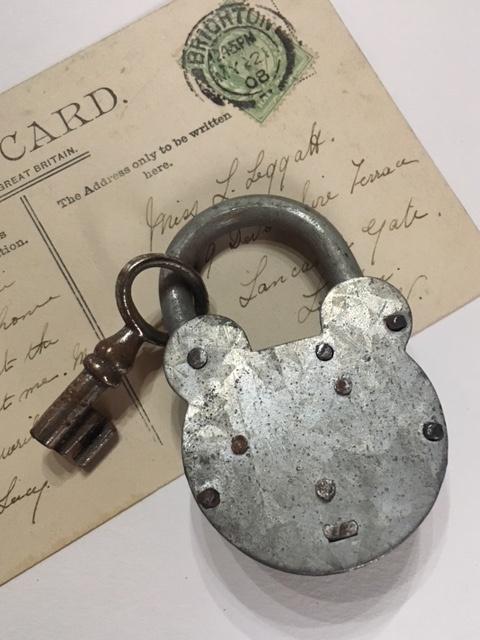 フランスヴィンテージのクマ型パドロックキー