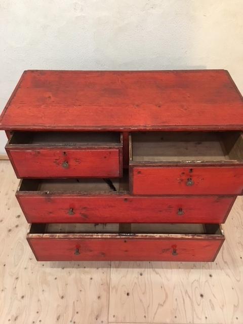 英国ヴィンテージの赤い木製チェスト引き出し