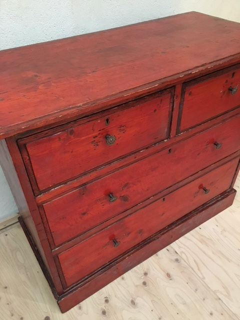 英国ヴィンテージの赤い木製チェスト