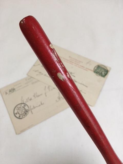 英国ヴィンテージの赤いトンカチ柄の部分