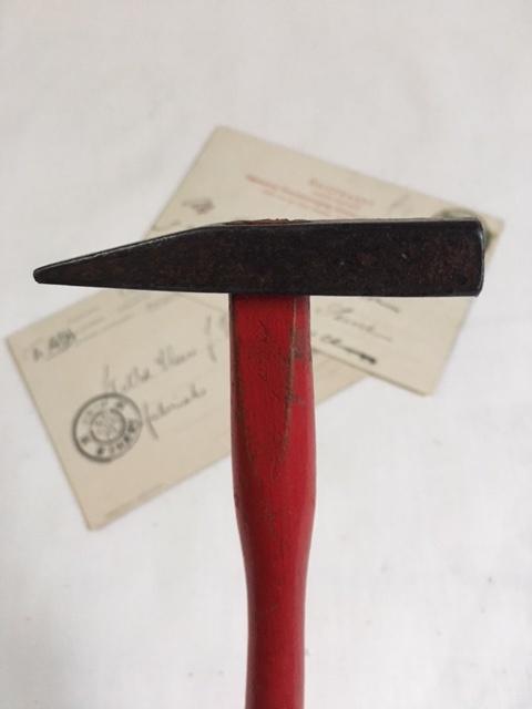 英国ヴィンテージの赤いトンカチ