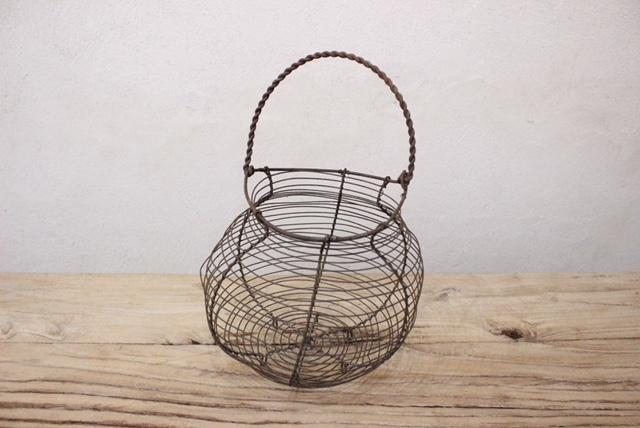 オランダアンティークのエッグバスケット