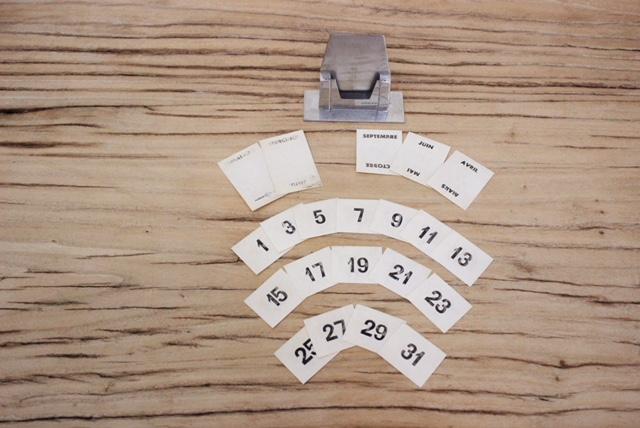 フランスヴィンテージ卓上カレンダーのカード表側