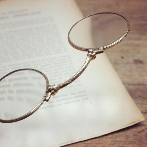 フランスアンティークの手持ち式眼鏡