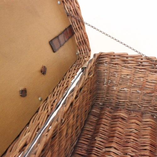 英国ヴィンテージのSIRRAMピクニックバスケット内部