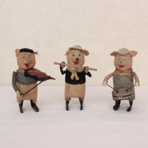 ドイツヴィンテージのSCHUCO社3匹の子ブタ人形