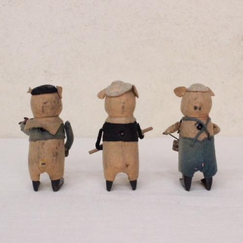 ドイツヴィンテージのSCHUCO社3匹の子ブタ人形後ろから