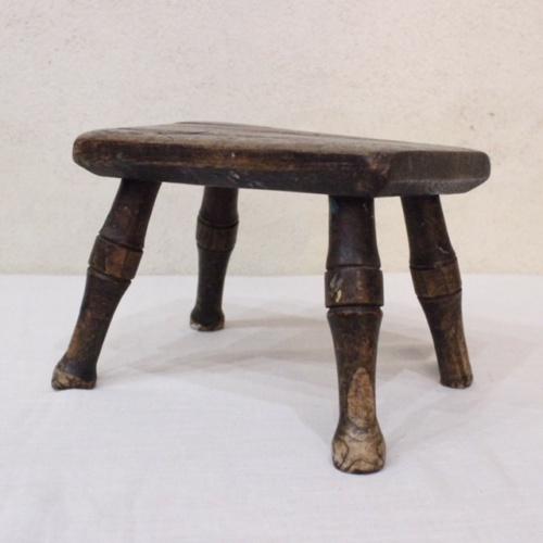 英国ヴィンテージの乳搾りの椅子