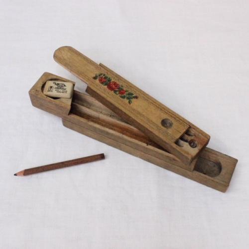 英国ヴィンテージの花柄木製ペンケース