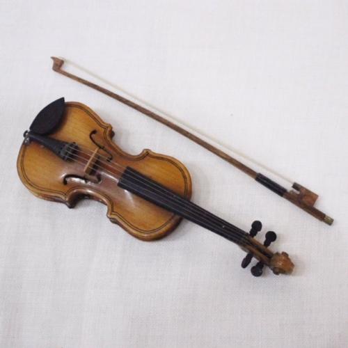 英国ヴィンテージのミニチュアバイオリン