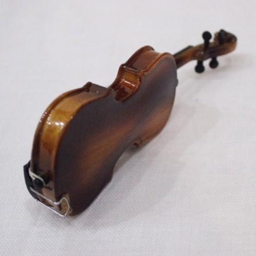 英国ヴィンテージのミニチュアバイオリン裏側