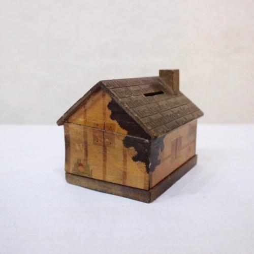 英国ヴィンテージの木製家型の貯金箱