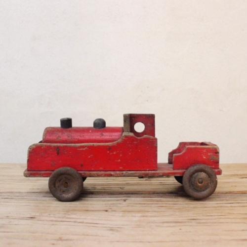 英国ヴィンテージの赤い木製の汽車