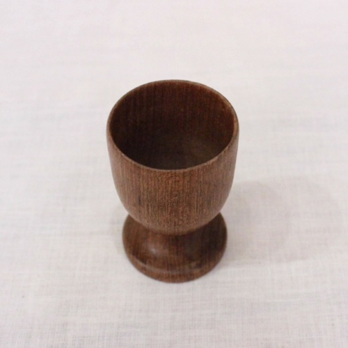 英国ヴィンテージの木製エッグカップ上から