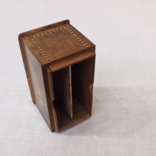 英国ヴィンテージの嵌め木細工の木製ボックスの内部