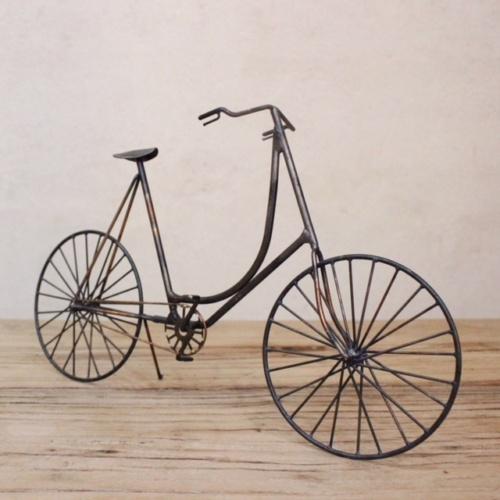 英国ヴィンテージの自転車オブジェ