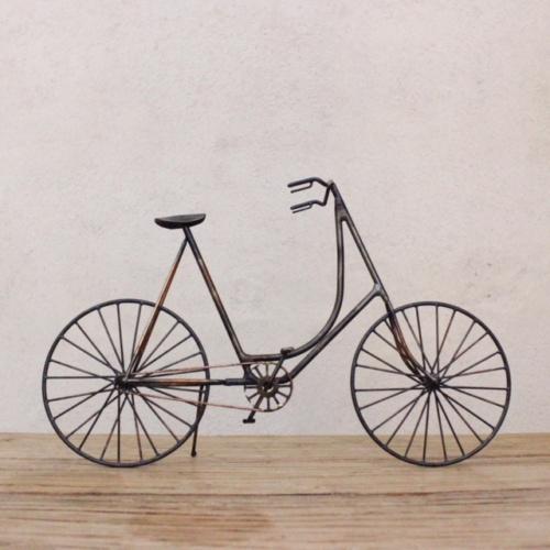 英国ヴィンテージの自転車オブジェ真横から
