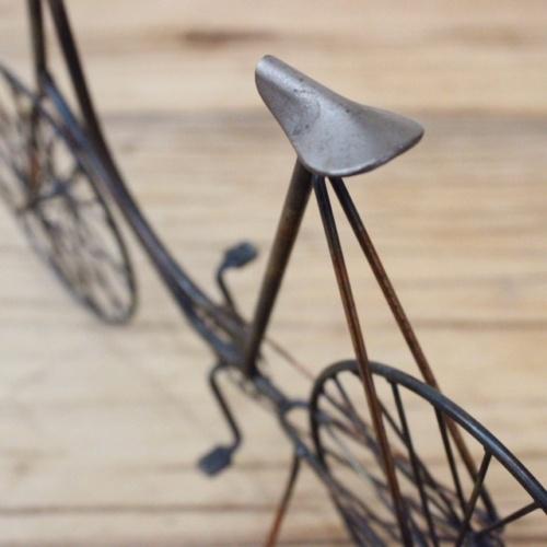 英国ヴィンテージの自転車オブジェのサドル