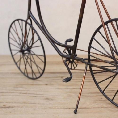 英国ヴィンテージの自転車オブジェのチェーン