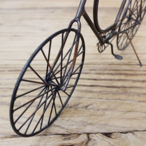 英国ヴィンテージの自転車オブジェの前輪