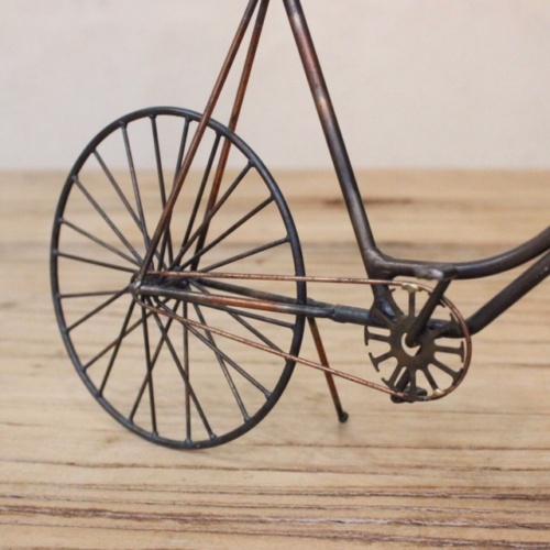 英国ヴィンテージの自転車オブジェの後輪