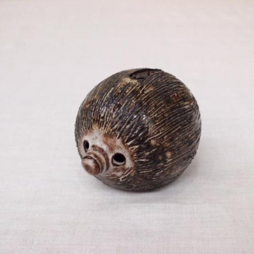 英国ヴィンテージの陶器製ハリネズミの貯金箱