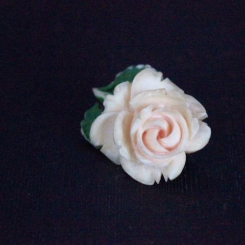 英国ヴィンテージの薔薇のブローチ