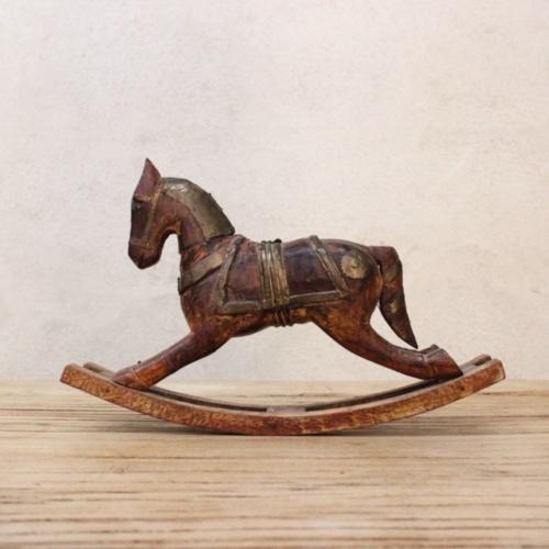 英国ヴィンテージの手彫りのロッキング木馬