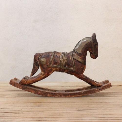 英国ヴィンテージの手彫りのロッキング木馬左側から
