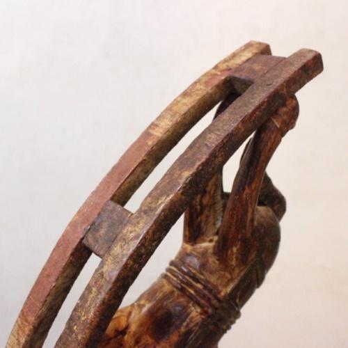 英国ヴィンテージの手彫りのロッキング木馬底面