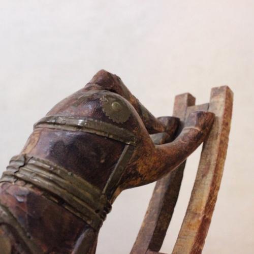 英国ヴィンテージの手彫りのロッキング木馬お尻