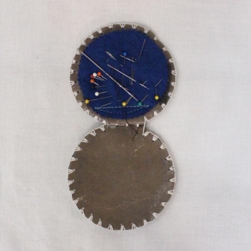 スコットランドヴィンテージのアザミ柄の革の針刺し内側