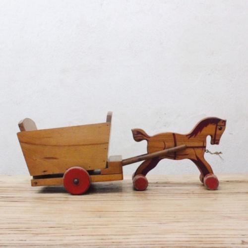 オランダヴィンテージの荷台を引く木馬