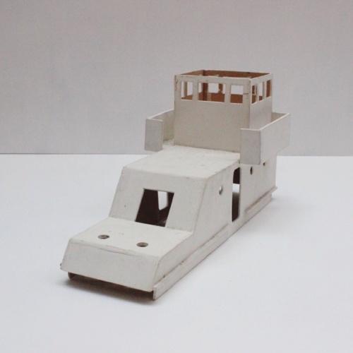 フランスヴィンテージのトリコロールカラーの大きなトロール船模型