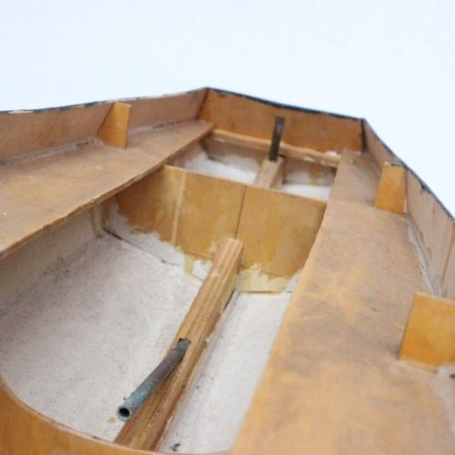フランスヴィンテージのトリコロールカラーの大きなトロール船模型の船尾