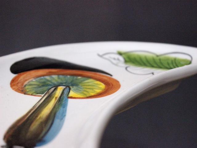 イタリアヴィンテージのキノコの絵柄のクロワッサン形プレート
